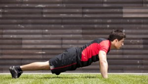 Fitness_Man_Doing_Pushups_On_Grass_Article1